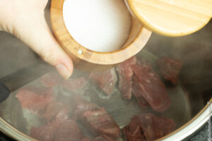 seasoning beef tips with salt
