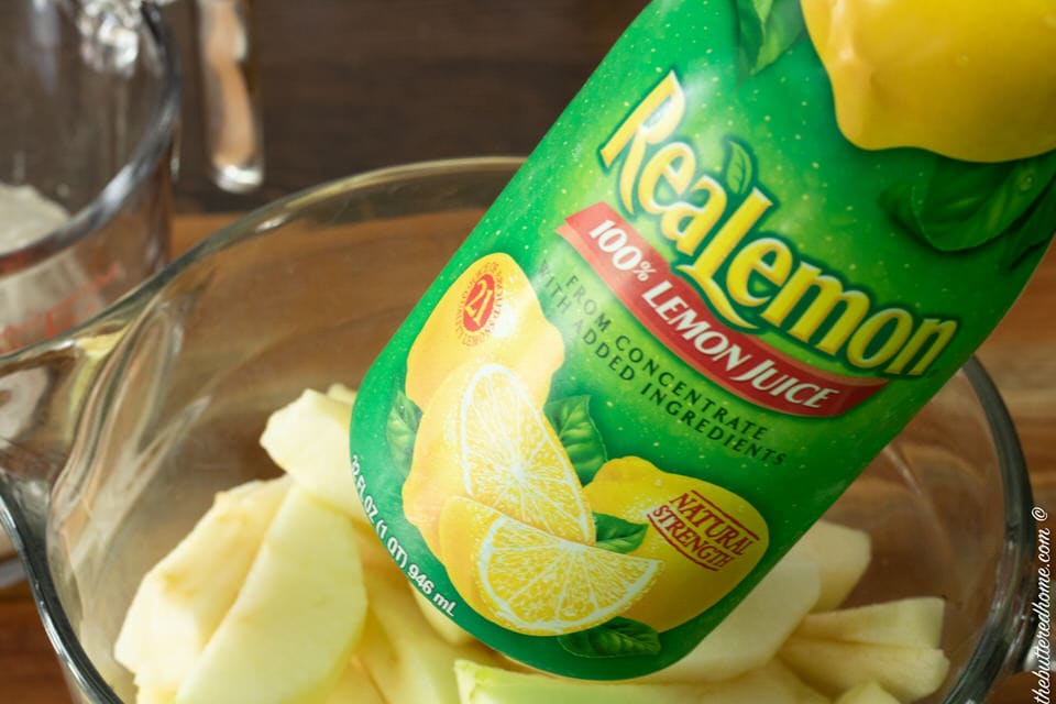 adding lemon juice to sliced apples