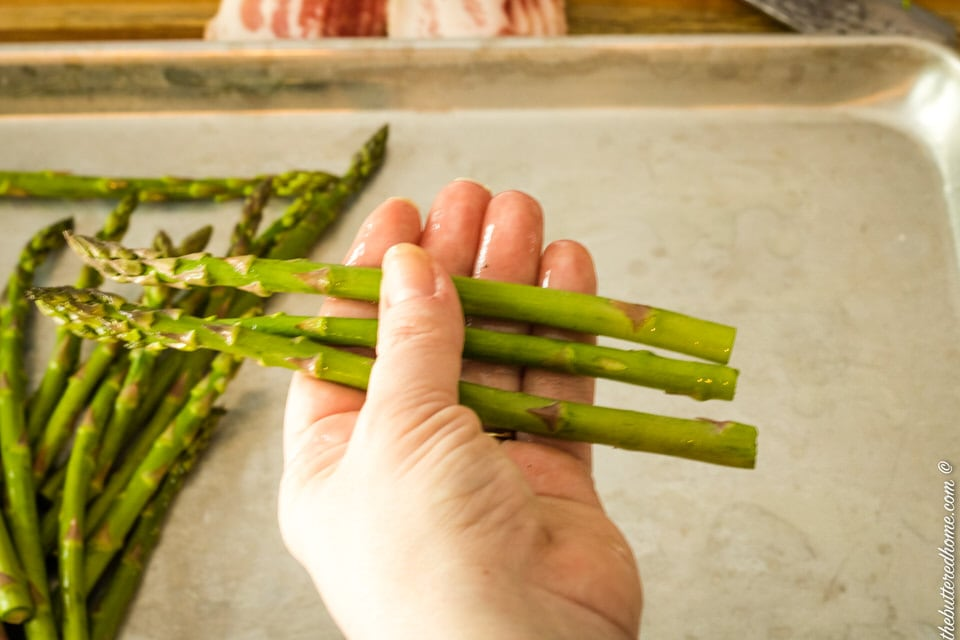 a bundle of 3 asparagus